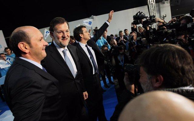 Rajoy con Feijóo en el cierre de campaña en Vigo