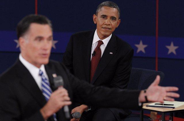 Barack Obama y Mitt Romney en el segundo debate