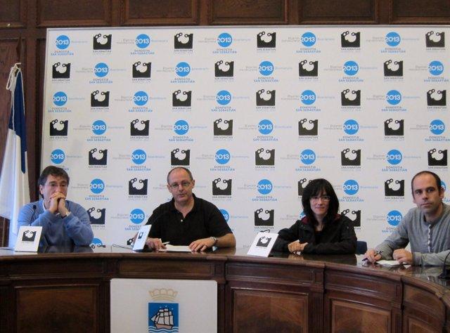 Juan Karlos Izagirre y miembros de su equipo de Gobierno.