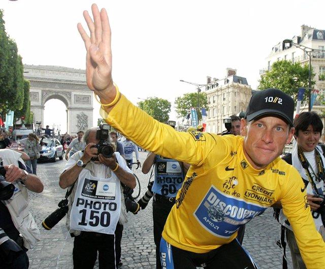 Lance Armstrong gana el Tour de Francia