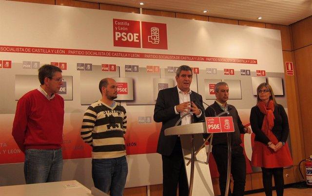 Rueda de prensa tras la reunión entre intregrantes del PSCL y Cavecal