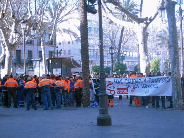 Protesta De Los Trabajadores De Lipasam En Plaza Nueva
