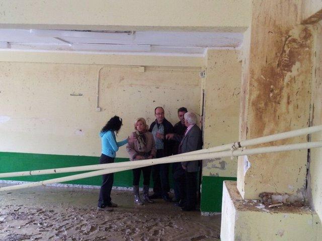 Serrat visita los centros educativos afectados