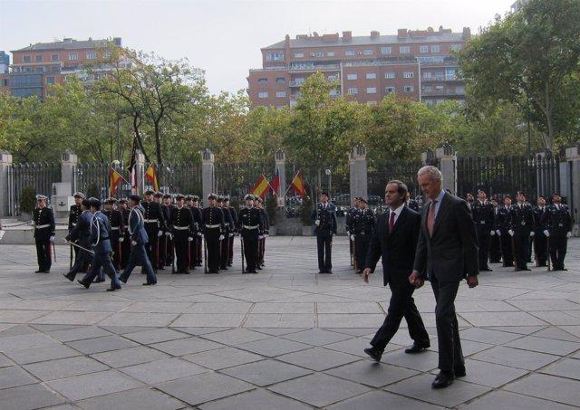 El ministro de Defensa con su homólogo chileno, Andrés Allamand