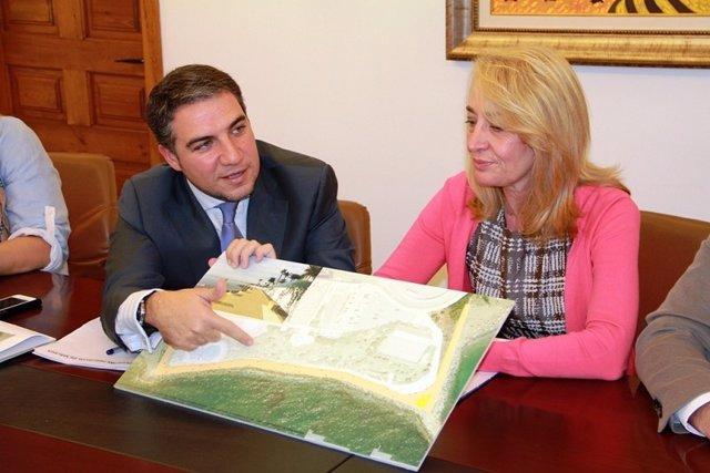 Elías Bendodo y Paloma García Gálvez en Benalmádena