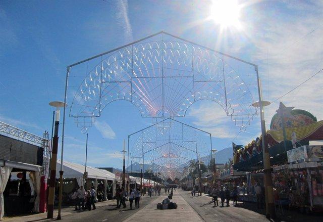 Casetas al mediodía en uno de los días de la Feria de San Lucas 2012.