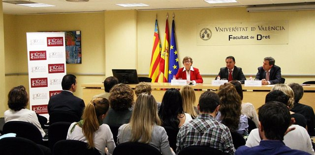 Serafín Castellano En Unas Jornadas En La Facultad De Derecho De La UV