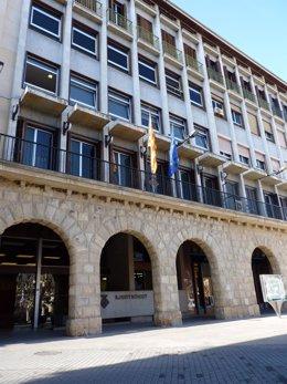 Banderas catalana y europea en el Ayuntamiento de Balaguer (Lleida)