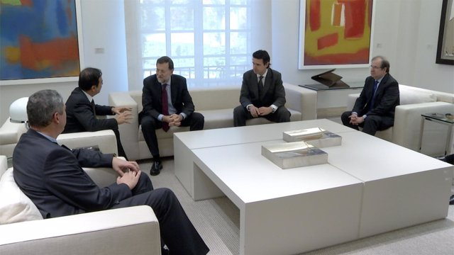 Reunión de Ghosn y Rajoy acompañados por Soria, Herrera y De los Mozos