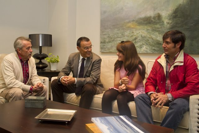 Caraballo recibe a la alumna almonteña ganadora concurso 'Qué es un rey para ti'