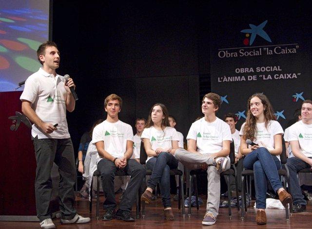 Jóvenes del programa Miniempresa de la fundación Junior Acievement