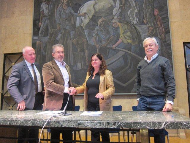 Por la izquierda, Blanco, Vila, Gómez y Braga, tras firmar el acuerdo.
