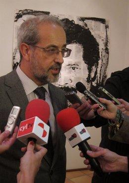 El rector de la Universidad de Salamanca (USAL), Daniel Hernández Ruipérez.
