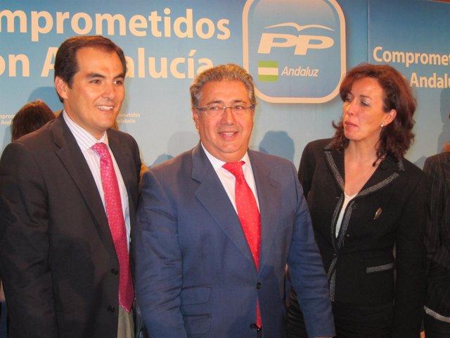 Zoido, entre el alcalde y la presidenta de la Diputación de Córdoba