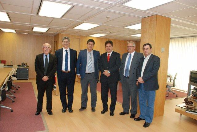 Reunión de Valderas y su equipo con el embajador de Cuba