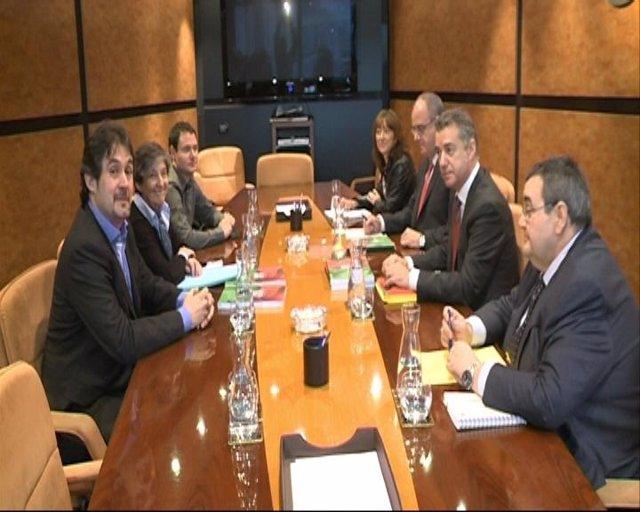 Reunión entre comisiones negociadoras de PNV y EH Bildu