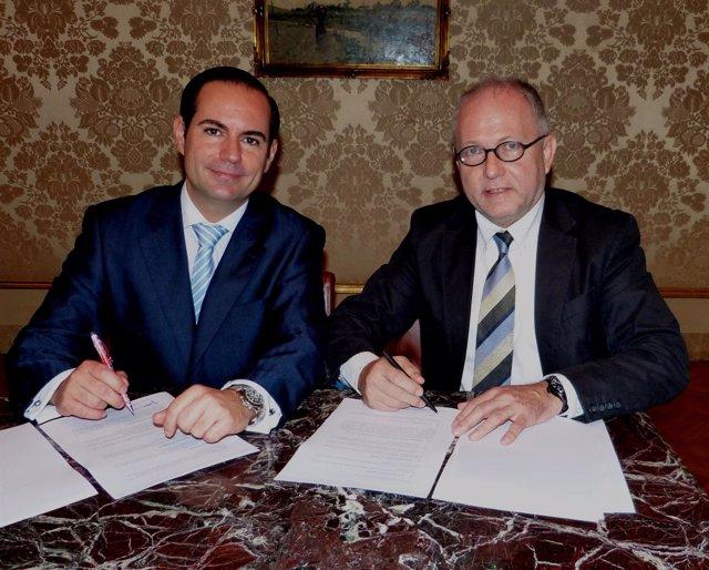 Firma de acuerdo entre la Cámara de Comercio Hispano China y Chinese Friendly