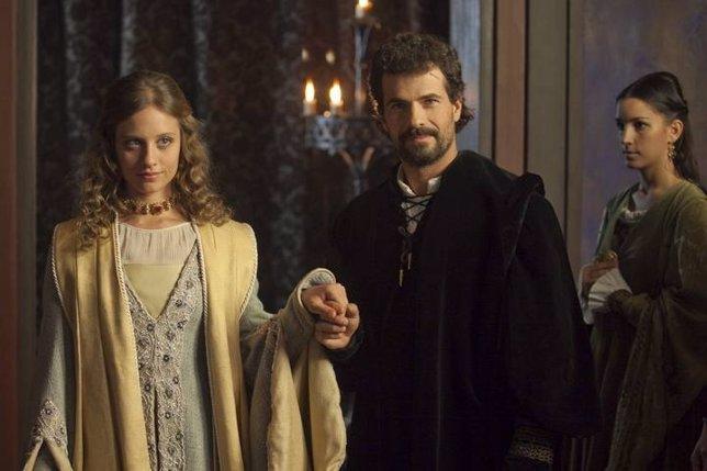 Michelle Jenner y Rodolfo Sancho en 'Isabel'
