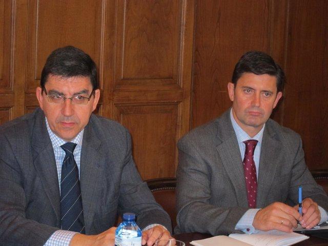 El delegado del Gobierno en Galicia, Samuel Juárez (dcha)