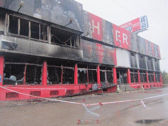 Hiper Asia Olías del Rey quemado