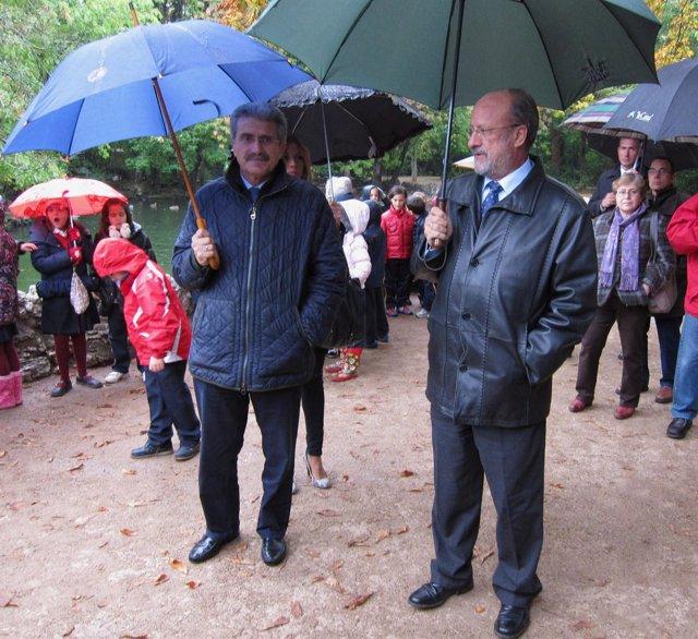 El alcalde de Valladolid, junto al concejal Manuel Sánchez, en el Campo Grande