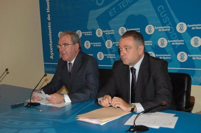 El concejal de Urbanismo en Huelva, Francisco Moro, y Juan Carlos Adame.