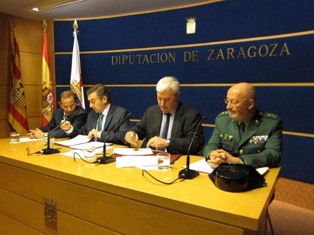 Firma del convenio entre la DPZ y Delegación del Gobierno