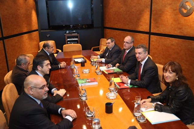 Reunión comisión negociadora del PNV con PSE-EE