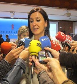 María José Català Atiende A Los Medios