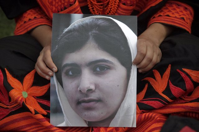 Malala Yousafzai, activista paquistaní de 14 años que fue atacada por los talibá
