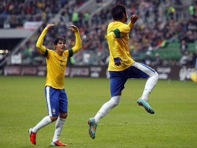 Kaká y Neymar en un Japón - Brasil