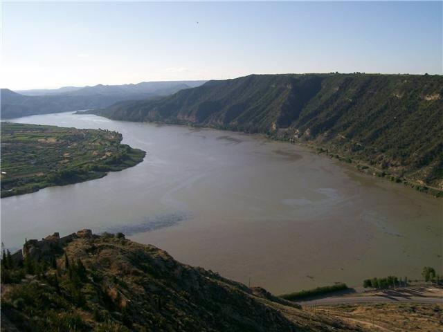 Desembocadura del río Segre en el Ebro a su paso por Mequinensa