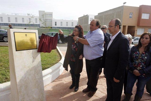 Inauguración de un monolito en el parque Isabel Cazorla