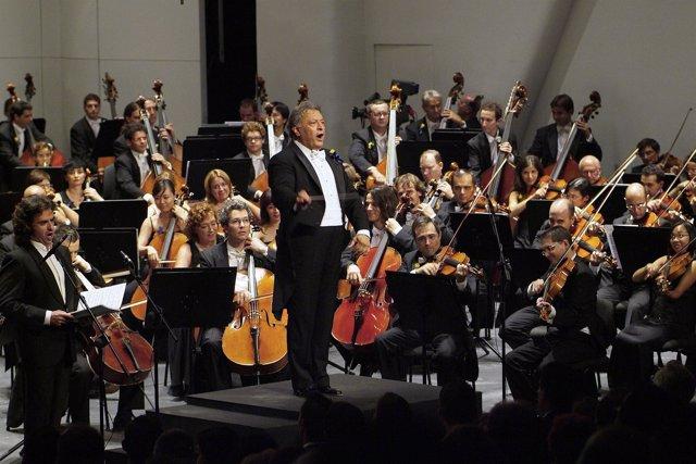 Zubin Mehta Al Frente De Una Orquesta