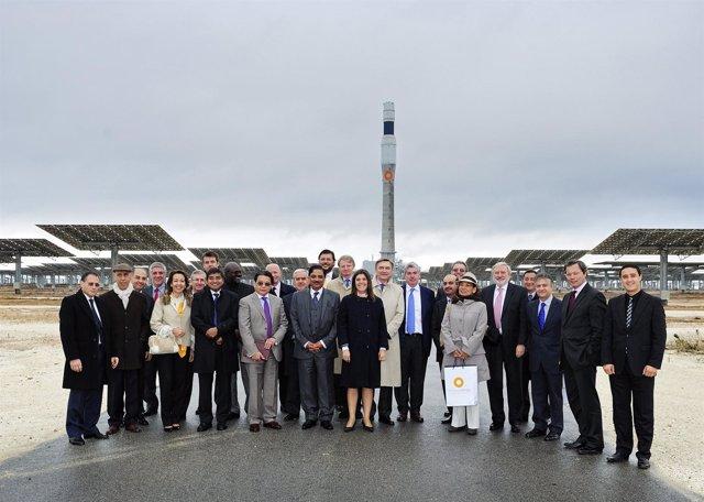 Representantes diplomáticos visitan plantas solares en Sevilla