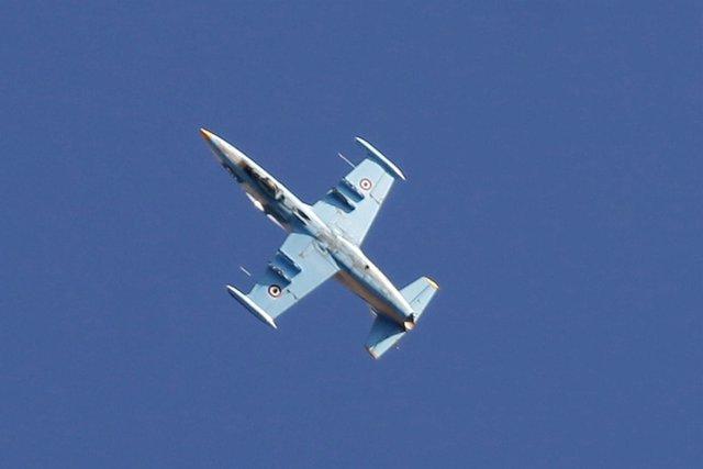 Avión de combate sirio sobrevuela posiciones rebeldes