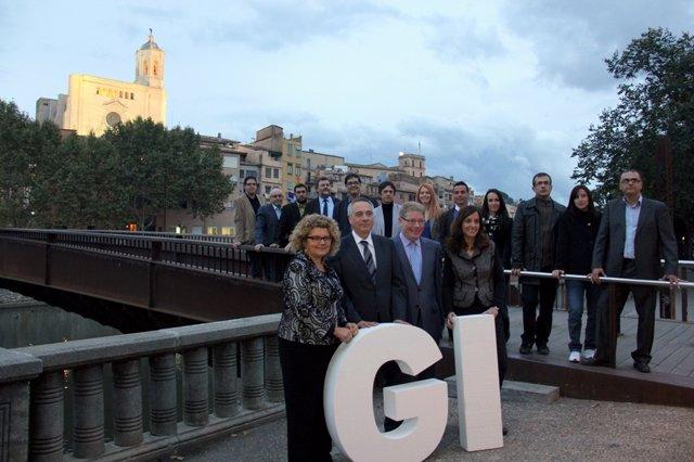 El primer secretario del PSC,  Pere Navarro, con miembros del PSC en Girona