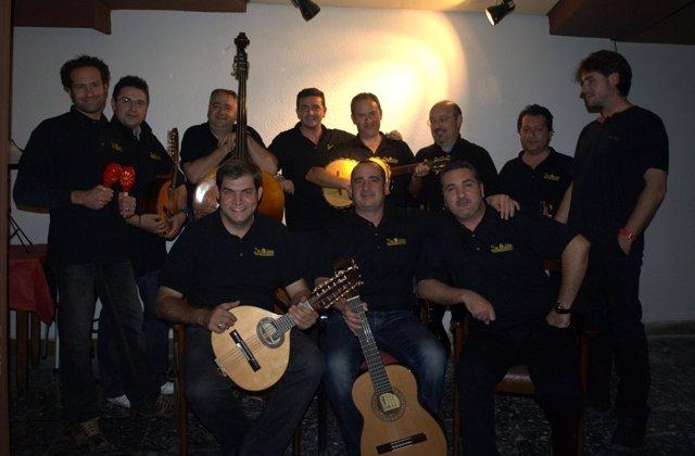 Los miembros del grupo musical 'Dos Orillas'