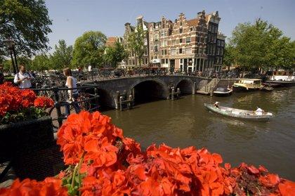 Los turistas podrán seguir fumando cannabis en Amsterdam