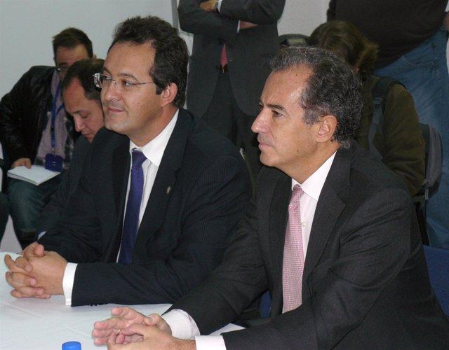 Ossorio, esta mañana, en su visita a Roche junto al alcalde Jesús Gómez
