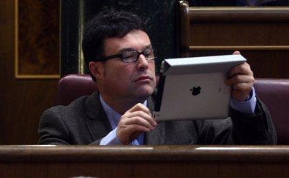 """IU-ICV critica el """"tripago"""" del euro por receta y pone en duda que Rajoy vaya a recurrir la medida"""