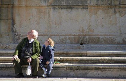 Los abuelos europeos pasan mucho tiempo con sus nietos