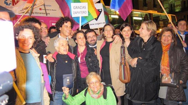 Celebración en la Puerta del Sol del matrimonio homosexual