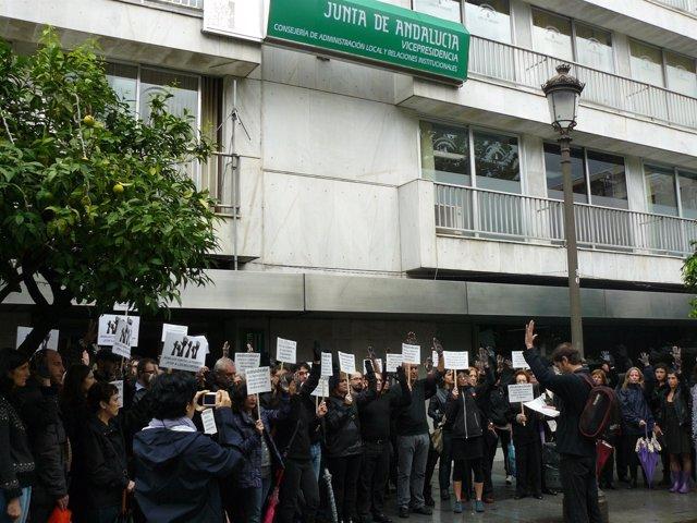 Concentración de ONG en Sevilla