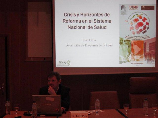 Presidente de la AES, Juan Oliva Moreno