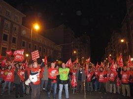 Una concentración de piquetes informativos de UGT, CCOO y USO dan inicio a la huelga general