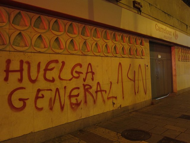 Pintada a favor de la huelga del 14 de noviembre