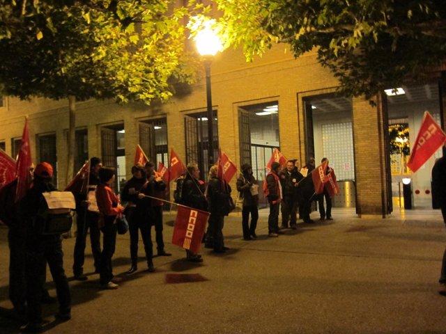 Piquete informativo de los sindicatos en el Edificio Pignatelli.