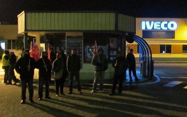 Piquete en la entrada de la factoría de Iveco Valladolid
