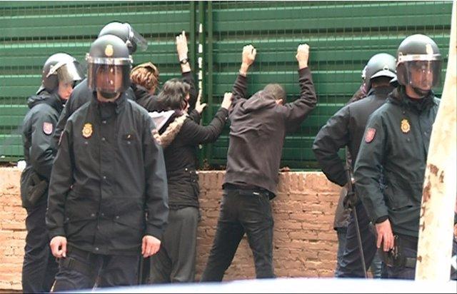 La Policía Detiene A Tres Personas En La Calle Bélgica De Valencia El 14N.
